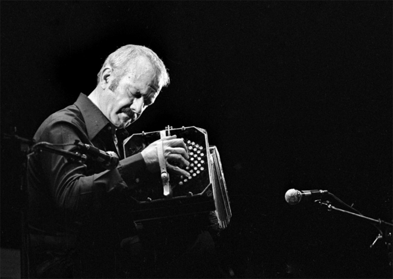 Argentina's tango master Astor Piazzolla performs Paris in 1977.(P. Ullman / Roger Viollet via Getty Images)